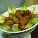 Polpettine vegetariane sfiziose: il cavolfiore si unisce al sapore stuzzicante del pecorino e dei capperi. Prova la ricetta di Sale