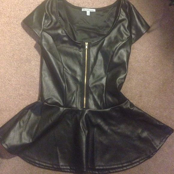 Charlotte Russe pleather pendulum top Pleather Pendulum top! Black with gold zipper. Only worn once for about four hours. Great condition size medium I usually wear a small so i believe it can work for either medium or small! Charlotte Russe Tops