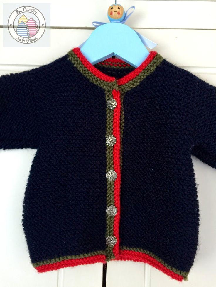 Esta es una chaqueta ideal para que nuestro hijo pase un invierno calentito; está confeccionada en lana azul marino, combinada con remates ...