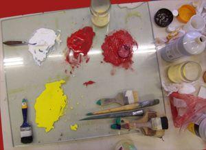 Verf maken van oker pigment met ei  Nog een site voor het maken van verf met oker pigment: http://www.breugelartsupplies.com/recept%20olieverf.htm