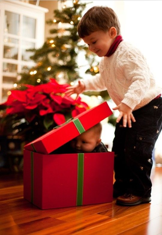 2013 Christmas kids photo, cute photo of baby in a gift box for 2013