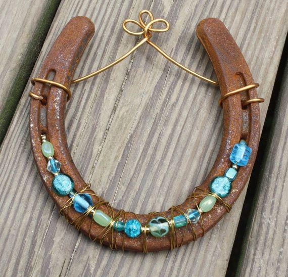 Best 25 beaded horseshoe ideas on pinterest western for Horse shoe decorations