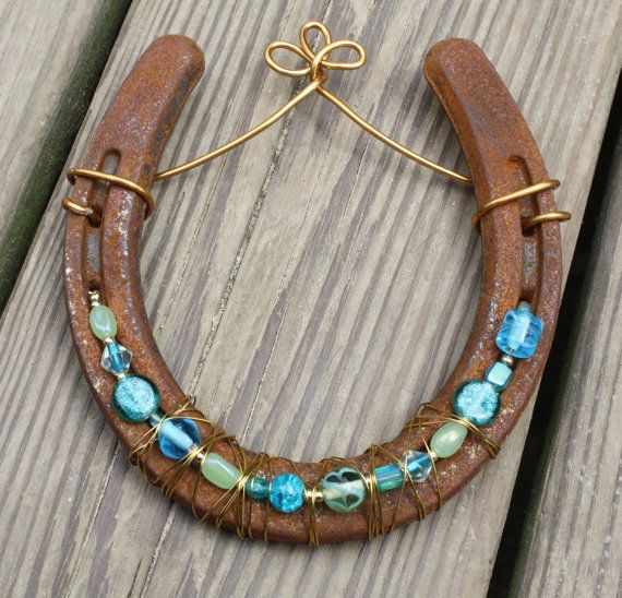 Beaded Horseshoe  Note: Gift for girls at the farm Might be able to fix R's up from her party.