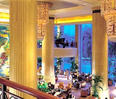 Shangri-la great view of lobby