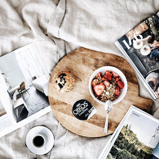 Curing the Monday blues with breakfast in bed with @oikos_canada and some future travel inspo...because mornings are the best for planning your next #EscapeMoment...#oikoscanada #MomentDEvasion #onthebed