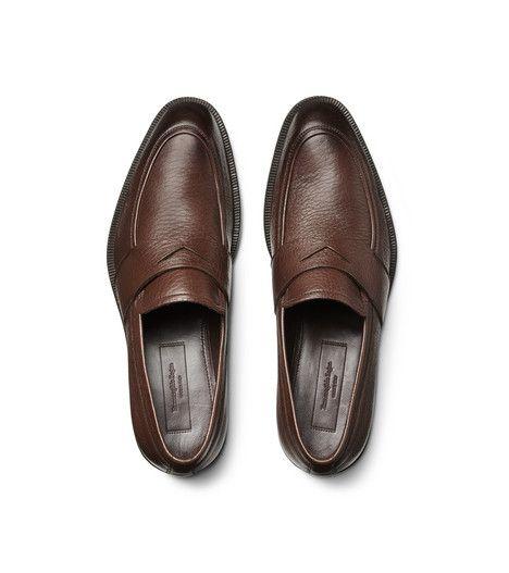 ERMENEGILDO ZEGNASCARPE:         Mocassino in pelle di cervo con lavorazione a sacchetto per un comfort e una flessibilità ottimali e suola flessibile per una calzatura che