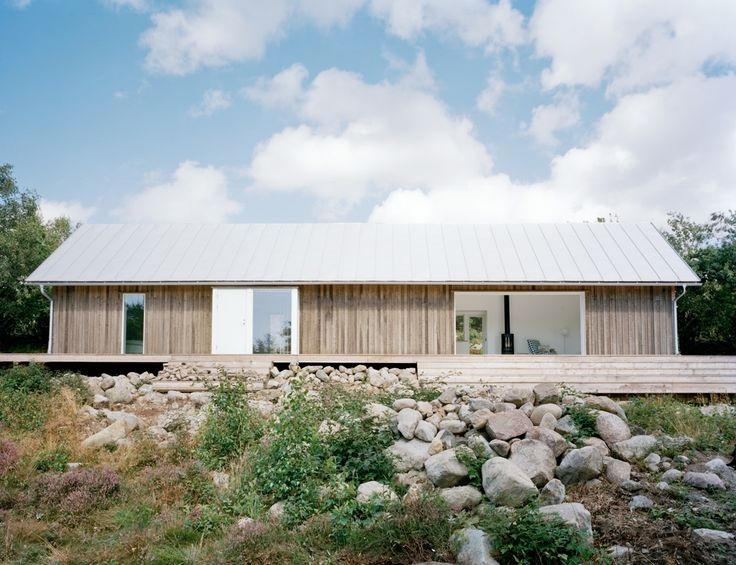 Photo: Mikael Olsson/ MBA Love this clean cabin by Mikael Bergquist Architects , Stockholm.