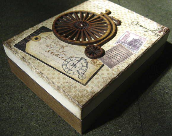 Caixa para guardar joia ou outro objeto. Motivo masculino. Pintada, decorada com papel de scrapbook, colagem e apliques. Flocada por dentro - floco preto. R$ 45,00