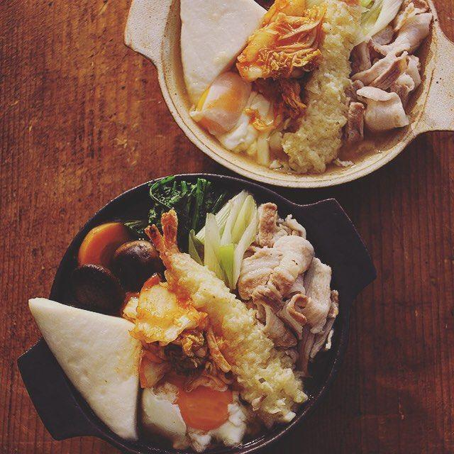 Nabeyaki Udon  今夜は鍋焼きうどん。具だくさんでうどん見えない。たまご、豚肉、はんぺん、エビ天、椎茸、春菊、長ネギ、人参、キムティ。  #nabeyakiudon #鍋焼きうどん #うどん部 #うちのキム子 #熊本とっぺん野菜