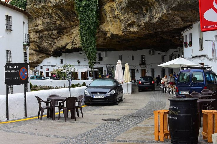Setenil de las Bodegas  Setenil de las Bodegas is a small town, population around 3,000, in the province of Cádiz, Spain, and is famous for its dwellings built into rock overhangs above the Rio Trejo.