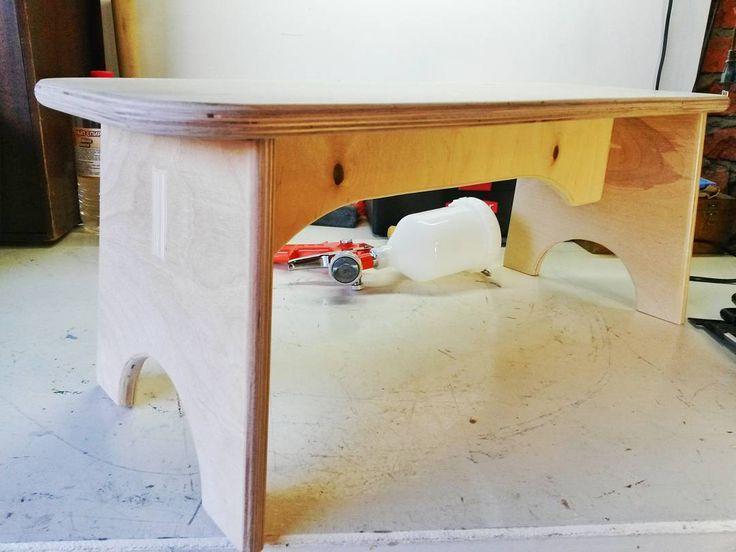 Скамеечка Степе для всех случаев жизни. Может сам переносить и вставать и садиться. Выдерживает двоих взрослых #diy #сделайсам #woodworking #handmade