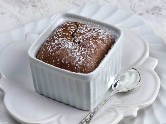 Warm Spiced Molten Chocolate Cake | Let Them Eat Cake | Pinterest