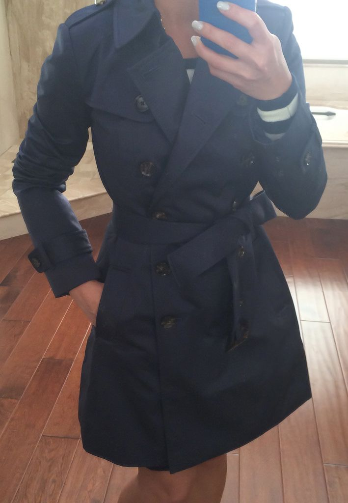 Review: Banana Republic Classic Petite Trench Coat and Halogen Suede Bow Pumps.   Click on the following link to see all of the photos and outfit details:  http://www.stylishpetite.com/2014/01/review-banana-republic-classic-petite.html