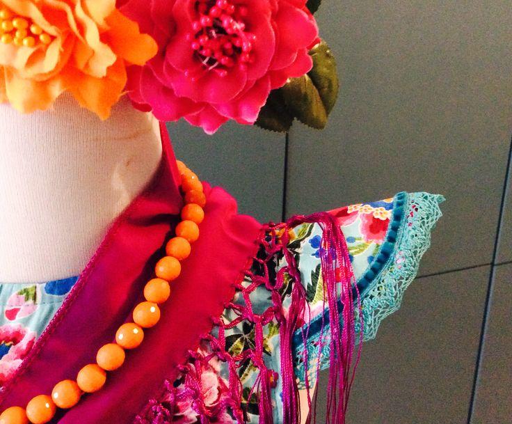 Modelo Pepa Flores Vestido, mantón y flor 50€ Por encargo en el 686.416492