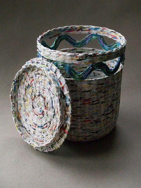 Cesto con tapa de papel de periódico  reciclado  -  Basket with newspaper