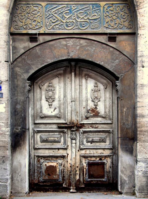 Suleymaniye, Istanbul, Turquie #photo #porte #door #voyage #door #gris #grey #wood #wood Via http://www.trekearth.com/gallery/Middle_East/Turkey/Marmara/Istanbul/Suleymaniye/photo867861.htm