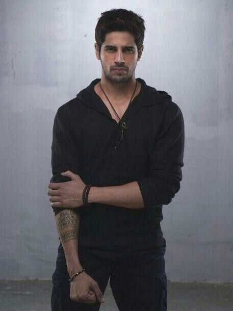 Sidharth malhotra as guru ek villain one among th first photoshoot