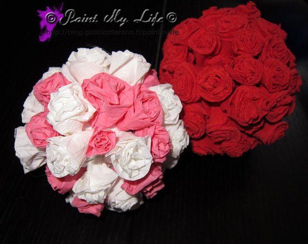 Sfere di rose di carta crespa, per un'occasione romantica