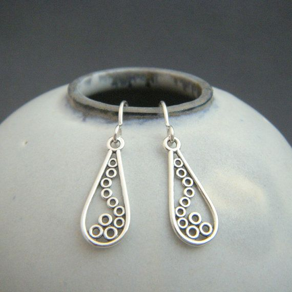 silver teardrop earrings. filigree jewelry. by limegreenmodern