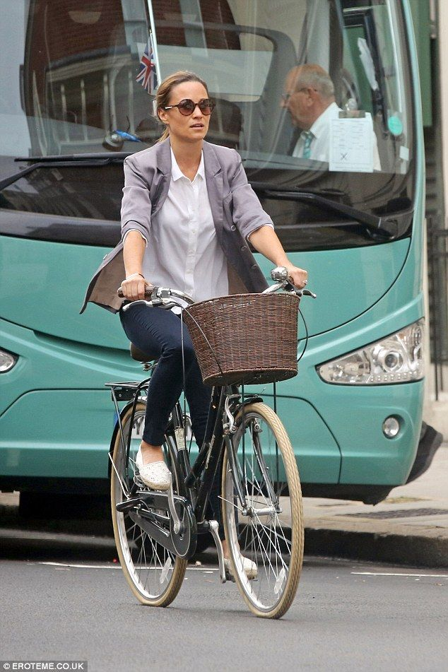 Happy birthday Pippa! Ms Middletonepitomised laid-back chic in a dove grey blazer thrown over a crisp white shirt and slacks, paired with a pair of stylish espadrilles