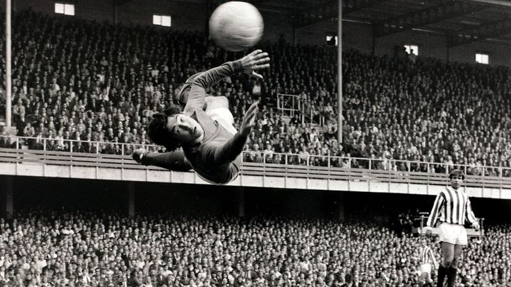 Gordon Banks in action for Leicester City in 1966.
