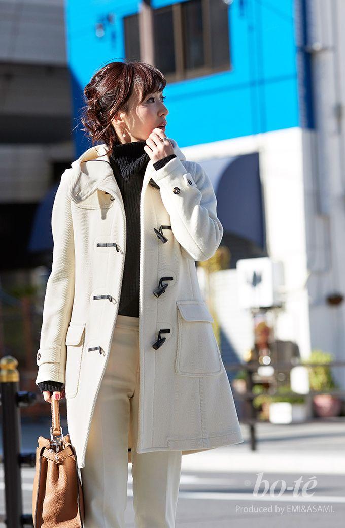 ホワイトコーデに黒のボトルネックニットを組み合わせた冬のキレイめスタイル1#fashion #coordinate #ファッション #コーデ