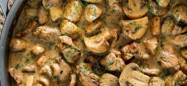 Als je op zoek bent naar een snel gerecht met kipfilet en champignons in een rijke romige dillesaus kijk dan gauw verder!