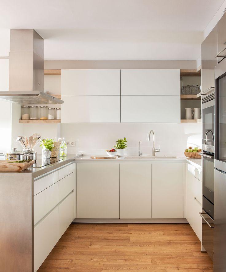 En la cocina Mobiliario de Santos y electrodomésticos de Pando. Mentas de Jardiland y en el suelo, laminado de Quick-Step.