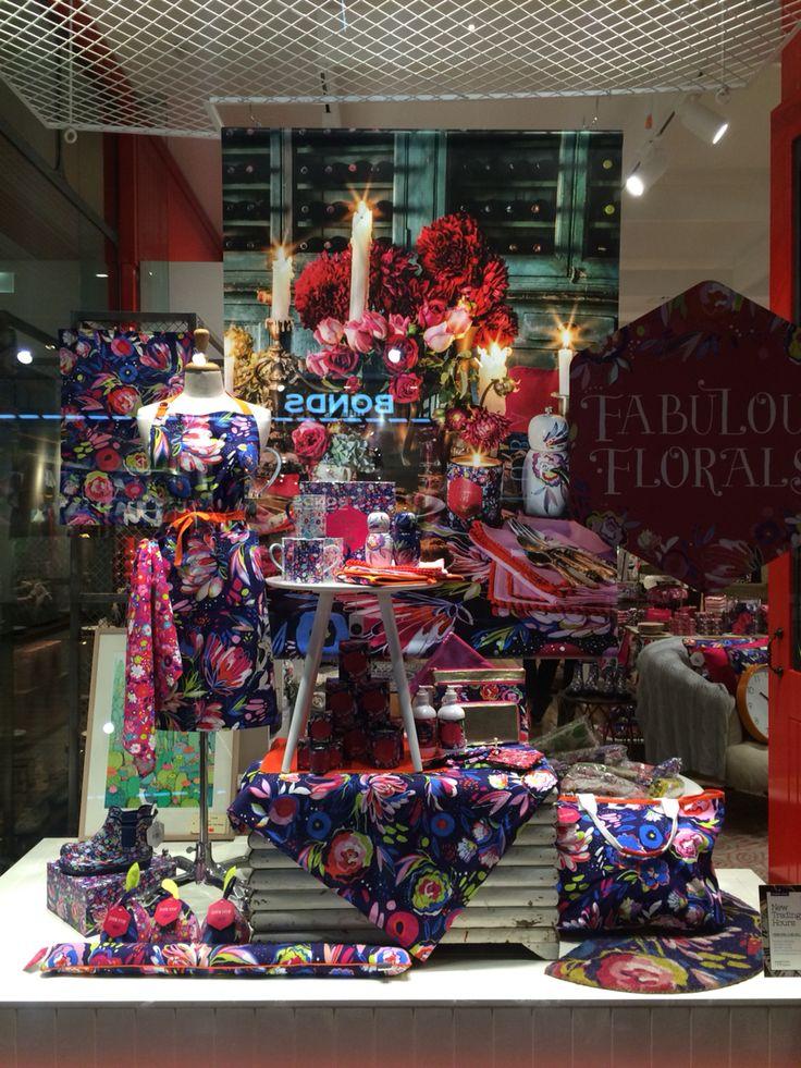 Mozi retail display.