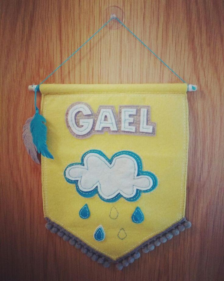 Gael ya tiene su nombre en su habitación. #cartel #banderín #nombre # Gael #handmade #decoración   #infantil #nube #lluvia #fieltro ,,