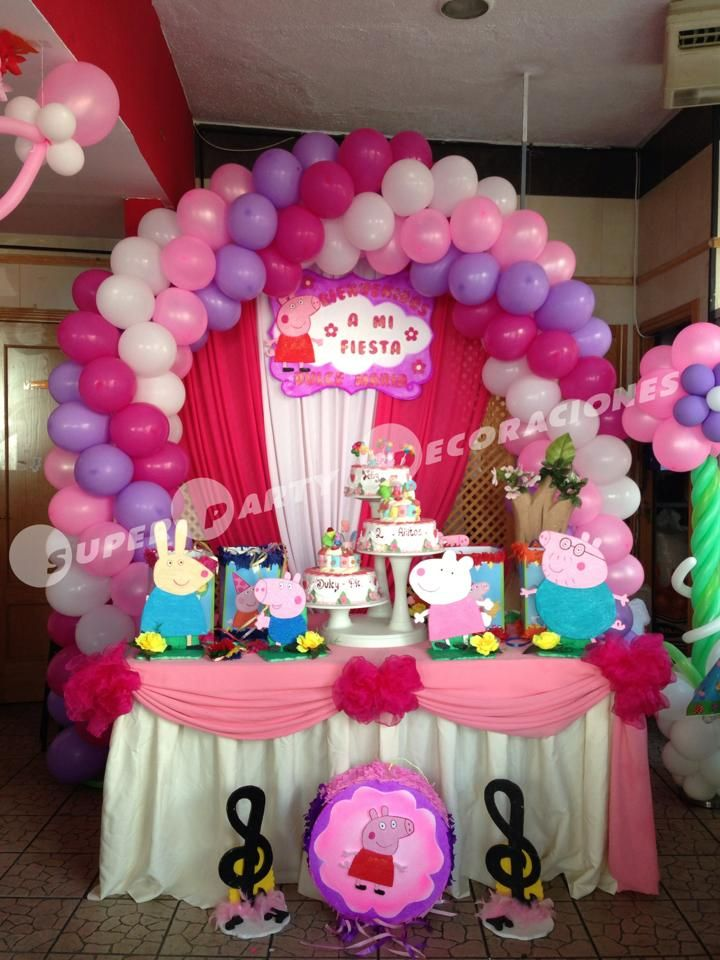 Decoraci n de pepa pig con globos rosa fuccia blanco for Decoracion de adornos