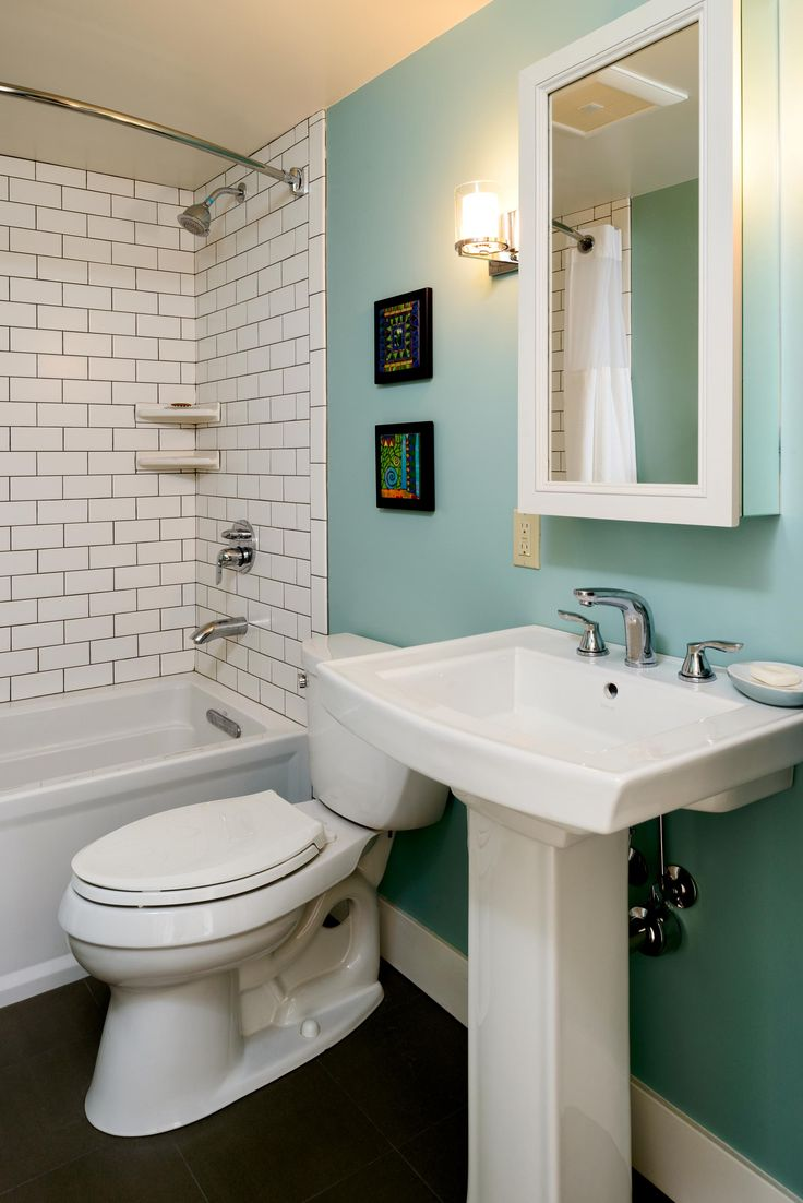 Bathroom Remodel | Retro Bathroom | Modern Bathroom | Subway Tile | Teal Accent Wall | Turquoise Accent Wall | Seattle, WA