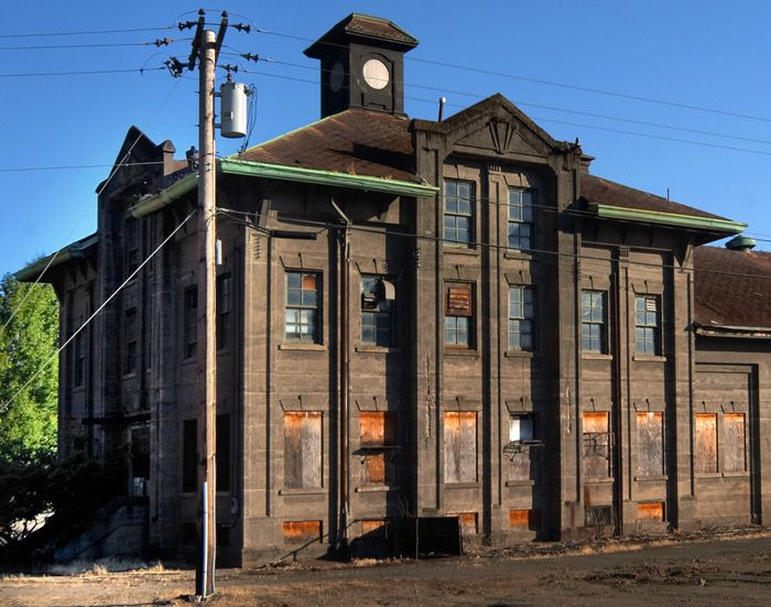 19 best old industrial buildings images on pinterest for Railroad stations for sale