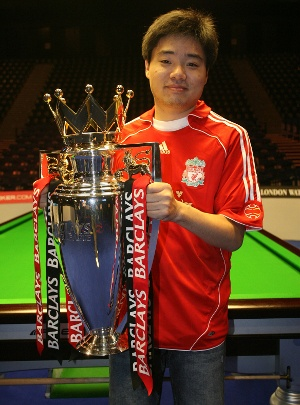 Ding Junhui, China's greatest ever snooker player, pictured in an LFC fan.