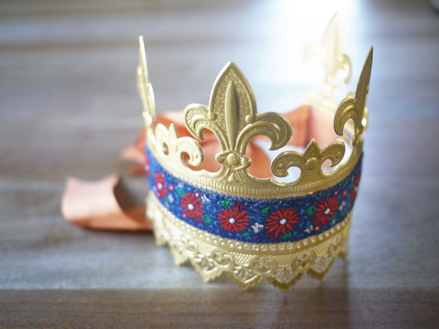 DIY Paper Crown - from HonestlyYUM