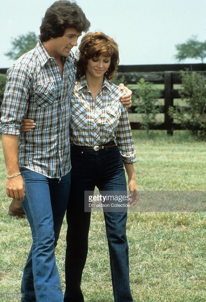 Actor Patrick Duffy and actress Victoria Principal pose for a portrait in 1979 in Los Angeles, California.