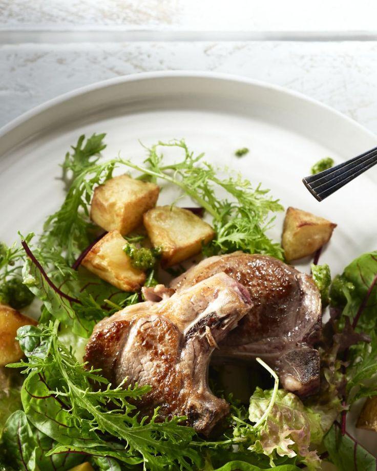 Chimichurri is een groene Argentijnse saus met o.a. knoflook, witte wijnazijn, limoensap en groene kruiden. Heerlijk fris en het past goed bij gebakken vlees!