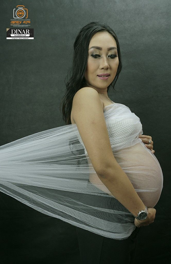 Maternity simple pose