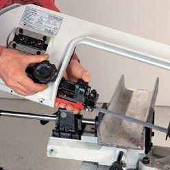 Utiliser une scie à ruban pour métaux