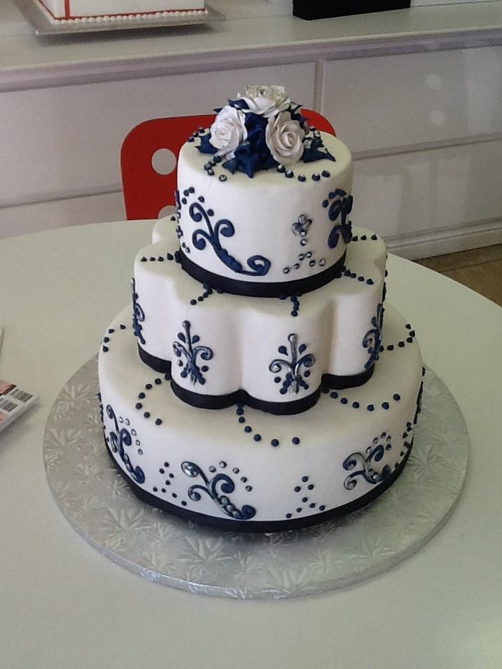 Navy Blue Cake Images : White and navy blue wedding cake My Board Pinterest ...