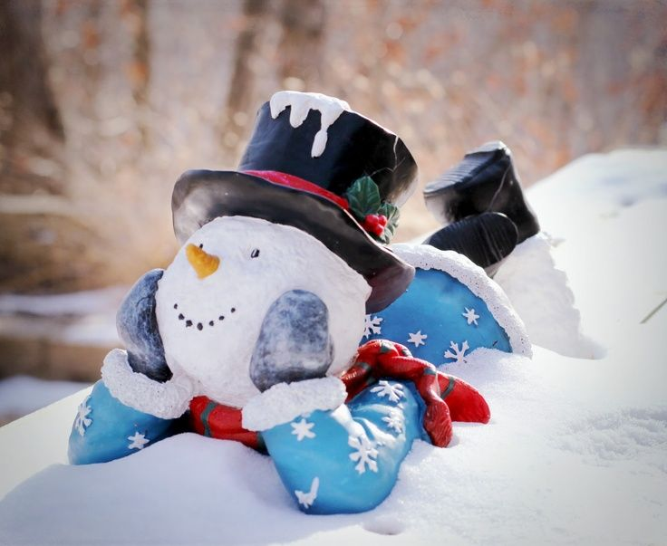 .Another outdoor snowman idea!