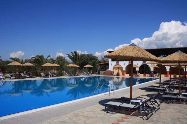 20% отстъпка за ранни записвания лято 2014 в хотел Blue Dolphin, Ситония, Халкидики. Лято 2014 в Гърция на втория ръкав на Халкидики - Ситония. Изхранване на база закуска и вечеря.