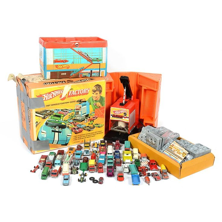 Hot Wheels Factory and Talking Service Center with Cars