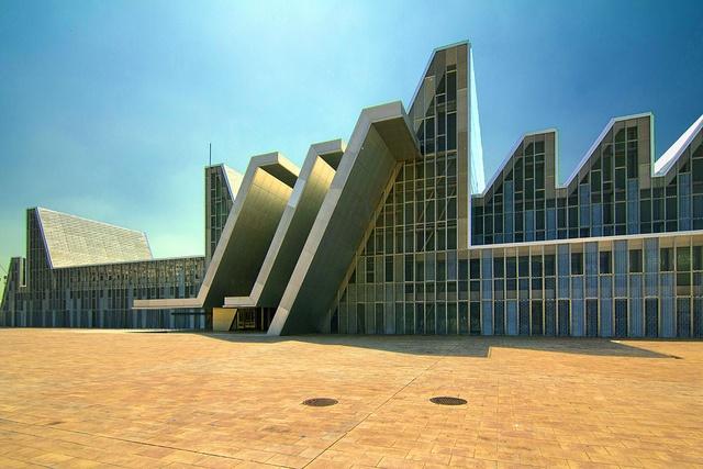 Palacio De Congresos Expo Aragon by Wojtek Gurak, via Flickr