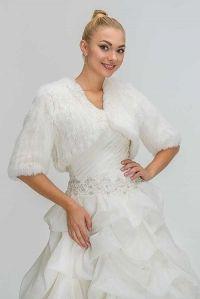Белым по белому: выбираем лучшие зимние свадебные платья