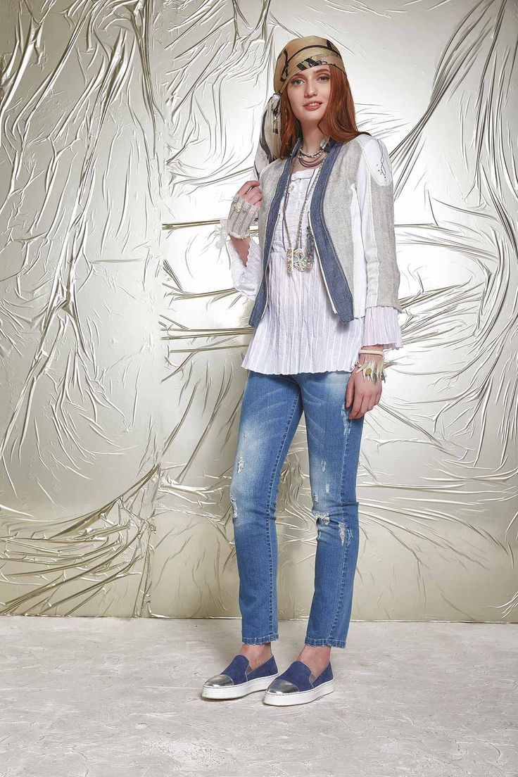 DANIELA DALLAVALLE - Lookbook #danieladallavalle #PE17 #shoes #jeans #necklace #floulard #blouse #collection #elisacavaletti