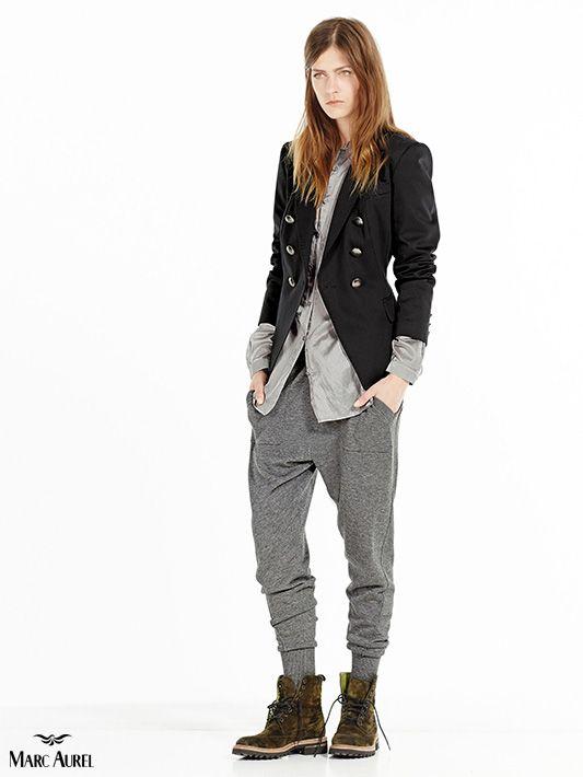 graue jogpants kombiniert mit einem eleganten blazer marcaurel damen freizeit mode. Black Bedroom Furniture Sets. Home Design Ideas