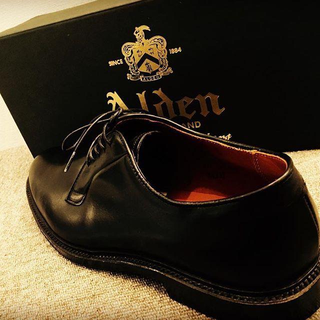 2017/03/24 10:31:24 life_buyer 男を虜にしてしまうシューズブランド、Alden。  私服、スーツ合わせ方は多彩でとても上品な大人の男を感じさせてくれます。 LIFEではオールデンを高価買取しておりますのでぜひお持ちください。店内にも多数ございますので一度足を運んで見てください!  #Alden #オールデン #94327 #プレーントゥ #シューズ #plain #shoes #仙台 #ブランド #買取 #ブランド古着 #古着買取 #アクセ買取 #シューズ買取 #売りたい #売却