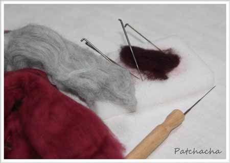 Feutrer au savon, feutrer à l'aiguille ? Quels outils, pour quel projet ? Dans ce tuto laine feutrée, des créations et des liens, pour savoir où aller...