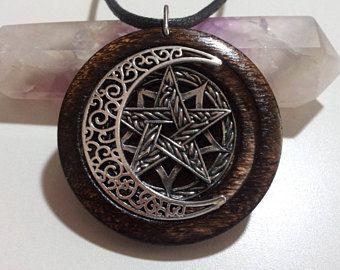 Pentagram, Free Shipping Worldwide, Pentagram en maan hanger in Burnt Oak, spirituele sieraden, Pagan sieraden, Pentagram sieraden, Wicca sieraden